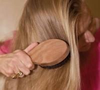 QC25E05-Blondine-buerstet-Haar