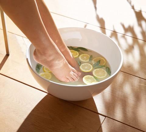 Footbath Woman; Fussbad