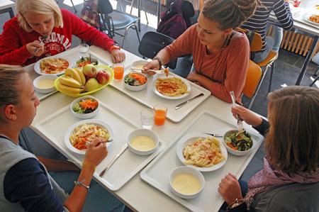 Jamie Oliver der deutschen Schulküche