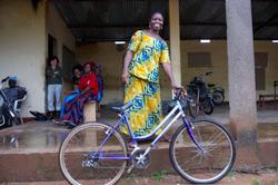 Fahrräder für Afrika: Die Welt durch kreative Ideen verbessern