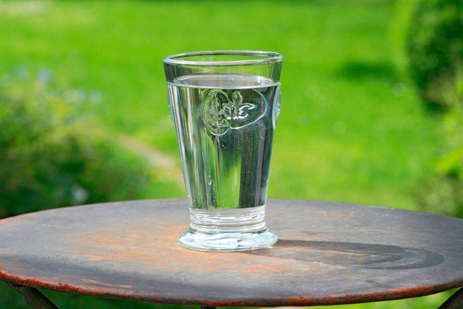 Wasser stillt den Lebens-Durst:  Wann wir trinken, kann entscheidend sein