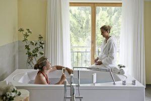 """Einzigartige und tiefgreifende Erholung schenkt die Bade-""""Wonne"""" in St. Leonhards-Wasser: eVitarium im Mauthäusl an der Weißbachschlucht."""
