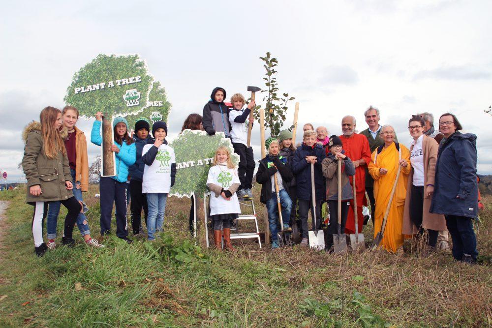 Bäume pflanzen – Mitgefühl für Menschen und Umwelt säen – die Welt umarmen
