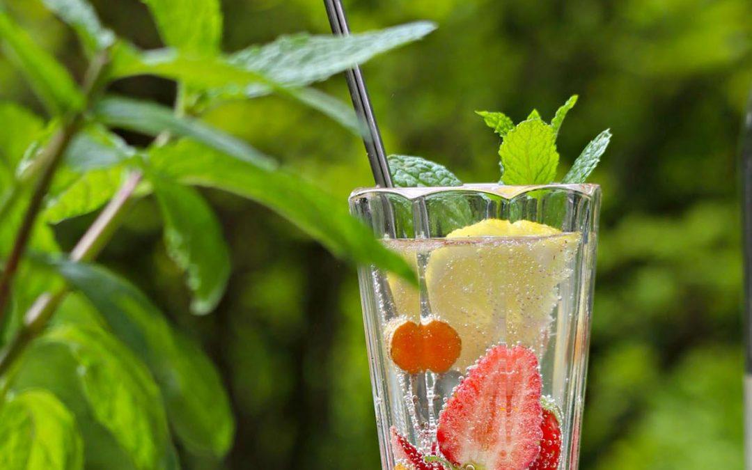 Mix-Tipp: Kurkuma-Minz-Wasser mit Erdbeeren